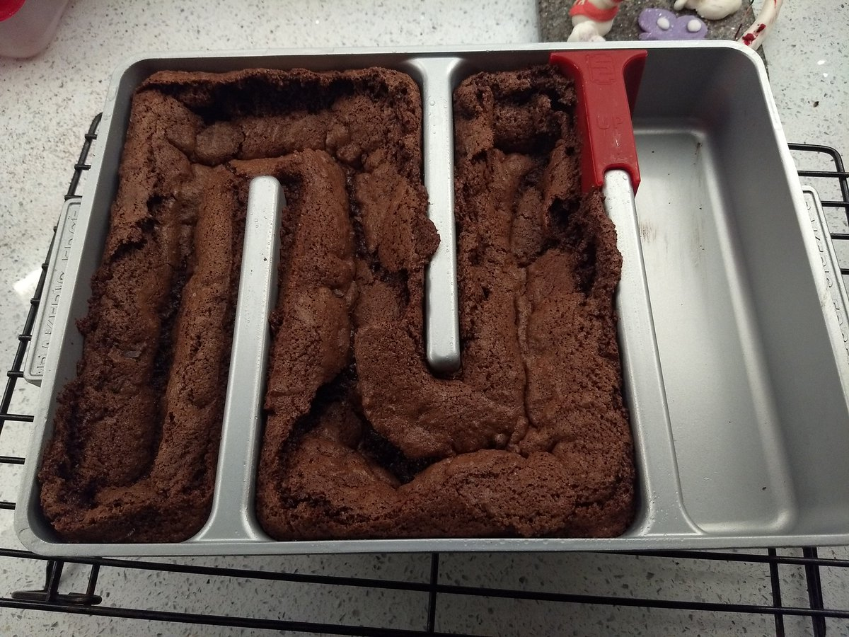Friday night is beltalowda brownie night. First test of the Martian baking tray.
