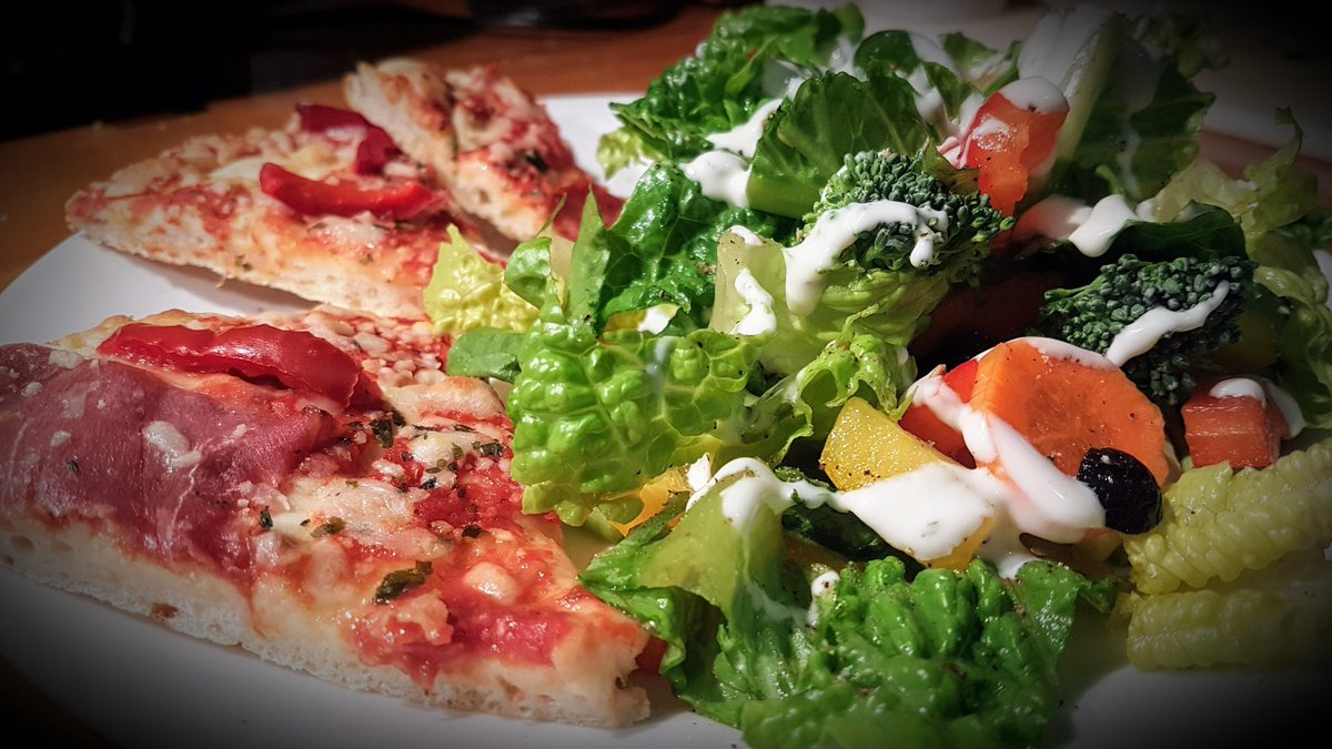 Friday Fuel 😋 #pizza #salad #food