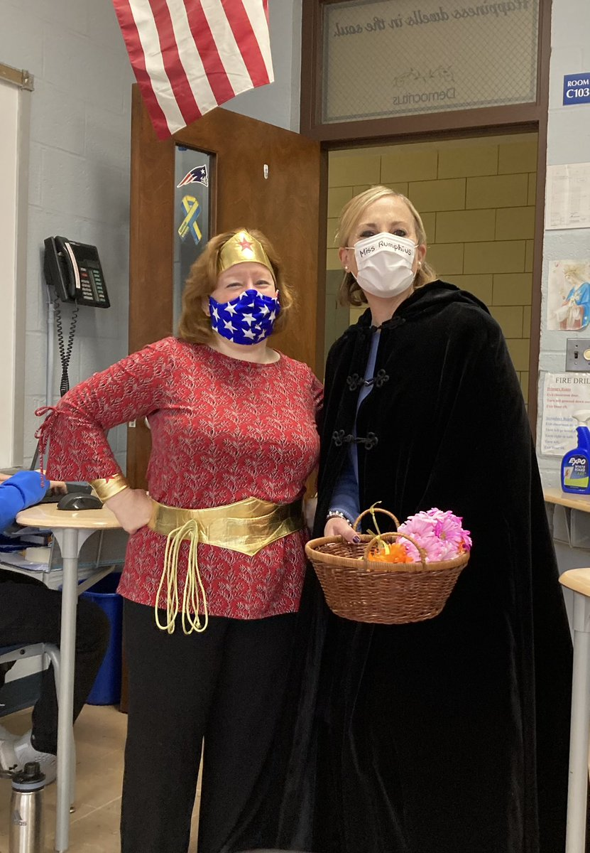 @missrumphius722 and I had some fun on #FavoriteBookCharacterDay @scsnorwood  I may have enjoyed channeling the amazing @RealLyndaCarter and my favorite #WonderWoman #BooksAreBest #UseYourImagination #TeachingIsASuperPower