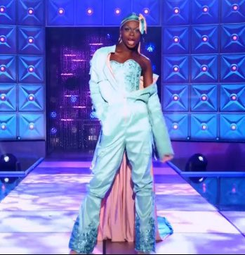 symone using the runway to wear a durag and gottmik using the runway to wear the colours of the trans flag are SUCH power moves #DragRace
