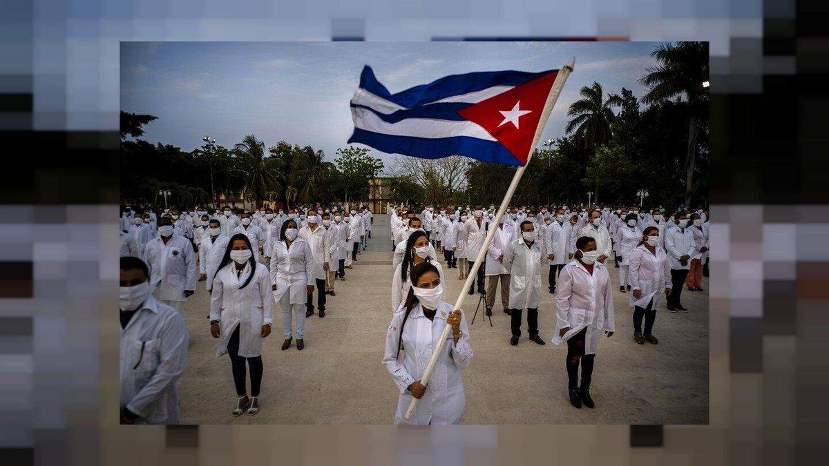 Ayudando a otro, te ayudas tú Haciendo sonreír a otro, sonríes tú Ocupándote de otro,tus problemas pierden importancia..  Cuando das no restas... Sumas y Multiplicas.  #Cuba @DeZurdaTeam🤝 #SeBuscaGentePara brindar Amor.
