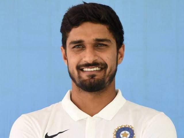We stand with #deepakhooda baroda cricket association ने भाई के साथ अन्याय किया है ।  सभी रीट्वीट कीजिए आवाज उठाइये 🔄  @imDeepakHooda   @WorldJat @du_jat @boxervijender @jayantrld @ChahalJagmal @TheQuint @thewirehindi