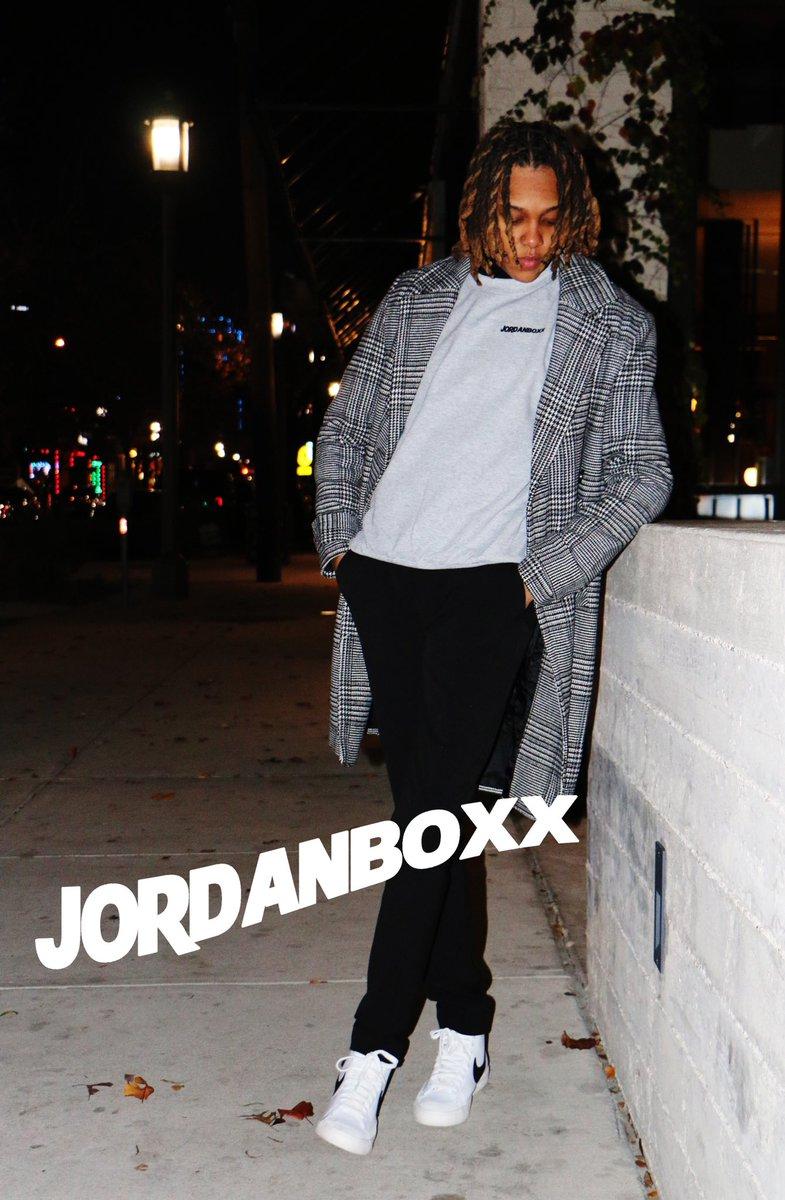 #jordanboxx Grey Crewneck jordanboxx Winter 2021 * Brand: @jordanboxx * Photographer: @jordanboxx  * Model: @lexx_steez  •  •  •  #jordanboxxTheBrand #jordanboxxTheVibe #jordanboxx  #Winter2021 #Balance  #Simplicity #Dallas #DeepEllum #Life #Black