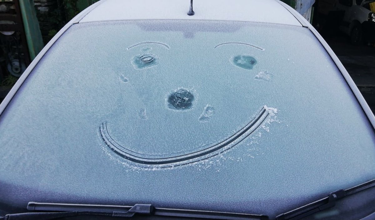 😀A smile to start the weekend with! #positivity #positive21 #frosty #weather #ice #Smile #weekendvibes #weekend #SaturdayMotivation #BeHappy #BeKind21  #temperature #subzero #ThePhotoHour @bbcweather @metoffice @itvweather @ChrisPage90 @happifulhq