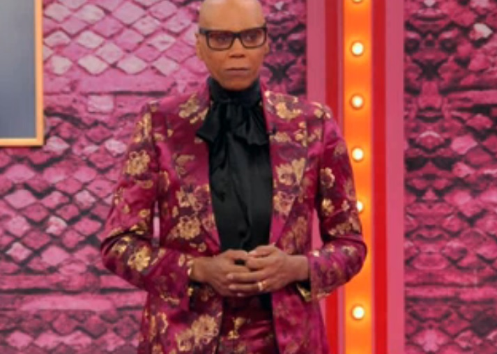This suit tho!! 😍#dragrace