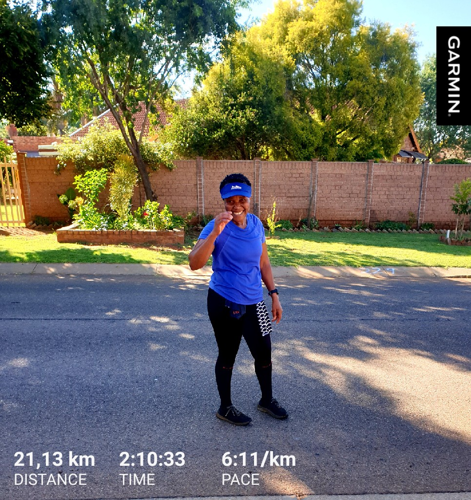 Lopha ngokuphindwa😅 I reckoned I needed to do another 21.1km to qualify as a half marathoner😅 whole week of plant based meals🥬🥦🥒🥔🍅🍇🥝🥭🍍🍓🍒🥕🌽 8min 5sec less than the first in Dec .. I am beyond chaffed🤣 #casualrunner #RunBetter #finishstrong #RunningWithTumiSole