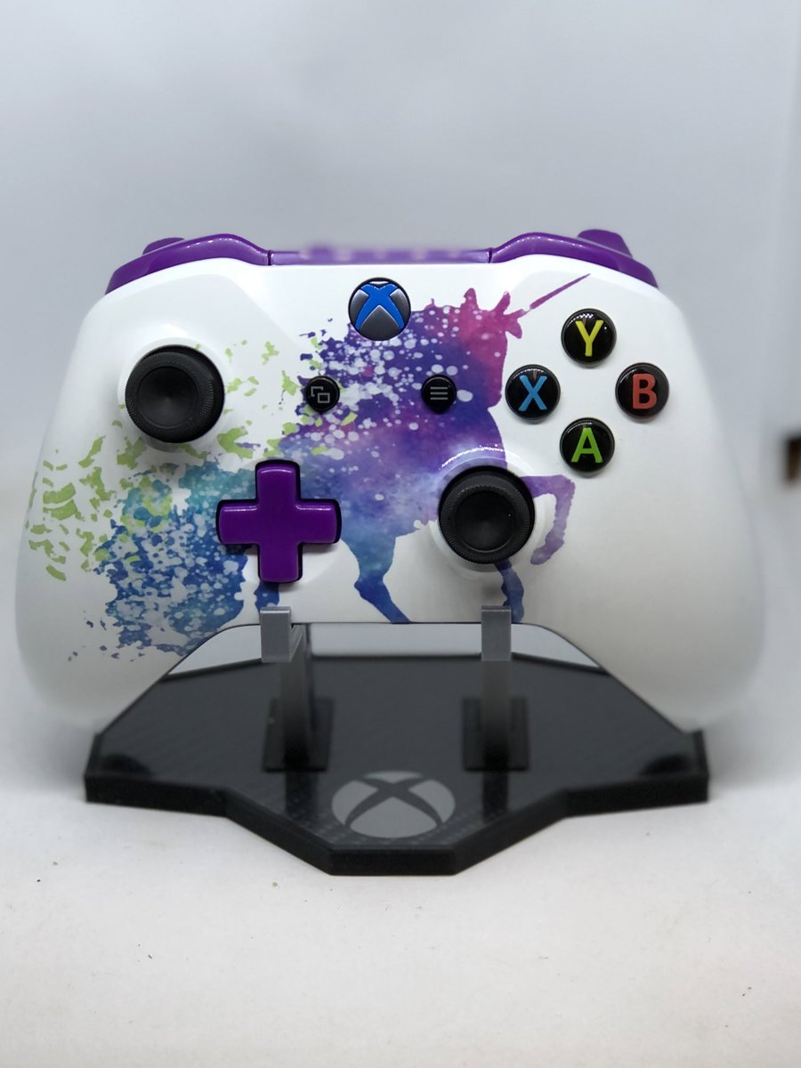 Look at this pretty controller. My daughter approves. . . #cesarsgaragedesigns #pretty #unicorn #microsoft #xboxone #customxboxonecontroller #gamers #gaming #girlgamer #fortnite #apexlegends #callofduty