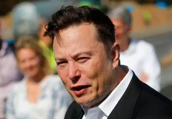 @elonmusk, #CEO of @Tesla and @SpaceX, announced on #Thursday that he will give $100 #million to whoever wins the #contest of creating the best #carbon-#capture #technology. The technology is likely to play a major role in fighting #climatechange.  📷: @GettyImages #Tesla #SpaceX