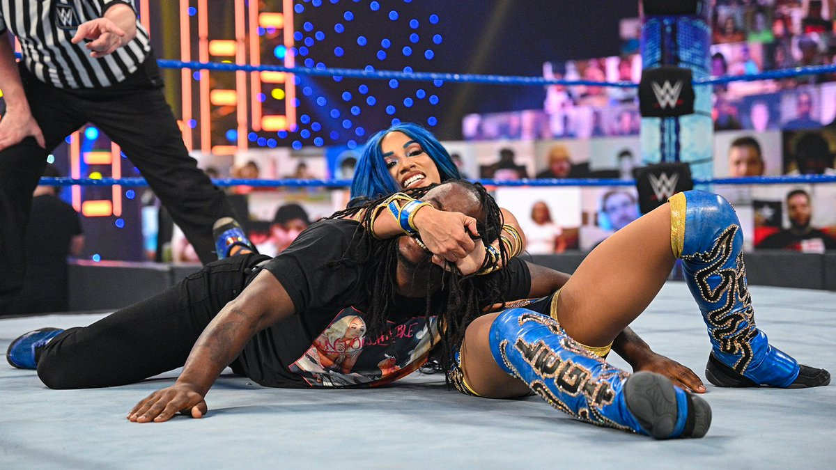 The Bo$$ Sasha Banks Gets the win over Reginald #Smackdown