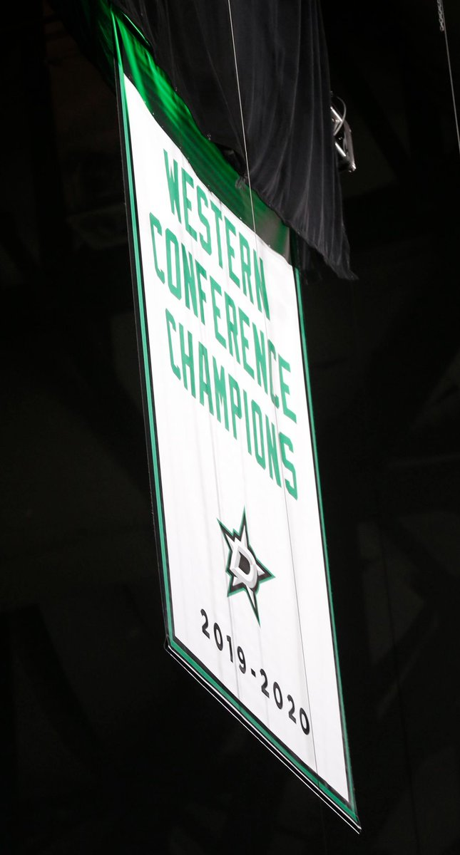 𝗥𝗮𝗶𝘀𝗲 𝘁𝗵𝗲 𝗯𝗮𝗻𝗻𝗲𝗿! 🤩  Photos: @DallasStars celebrate Western Conference Championship with fans in attendance at @AACenter 💚  📸 @vernonbryant @dallasnewsphoto   Check 'em out:  👈  #GoStars