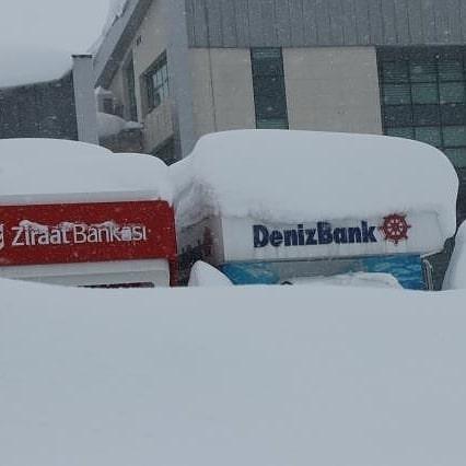 Bitlis yine kara doydu. Şehirde kar kalınlığı bazı bölgelerde 1 metrenin üzerine çıktı. #snow #kar #weather #bitlis #van #tatvan