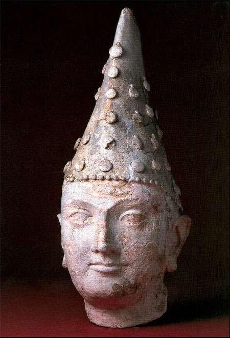Stunning terracotta head of a Kushan prince,from ancient Dalverzintepe site 1st - 2nd C,Termez Archeology Museum,Uzbekistan @DalrympleWill @errfanseye @hemantsarin @ssharadmohhan @zarafshan @tawairkh @SavingMesAynak @ghosh_gopali @ranjona @UZAmbassador @yannth2  #archeology