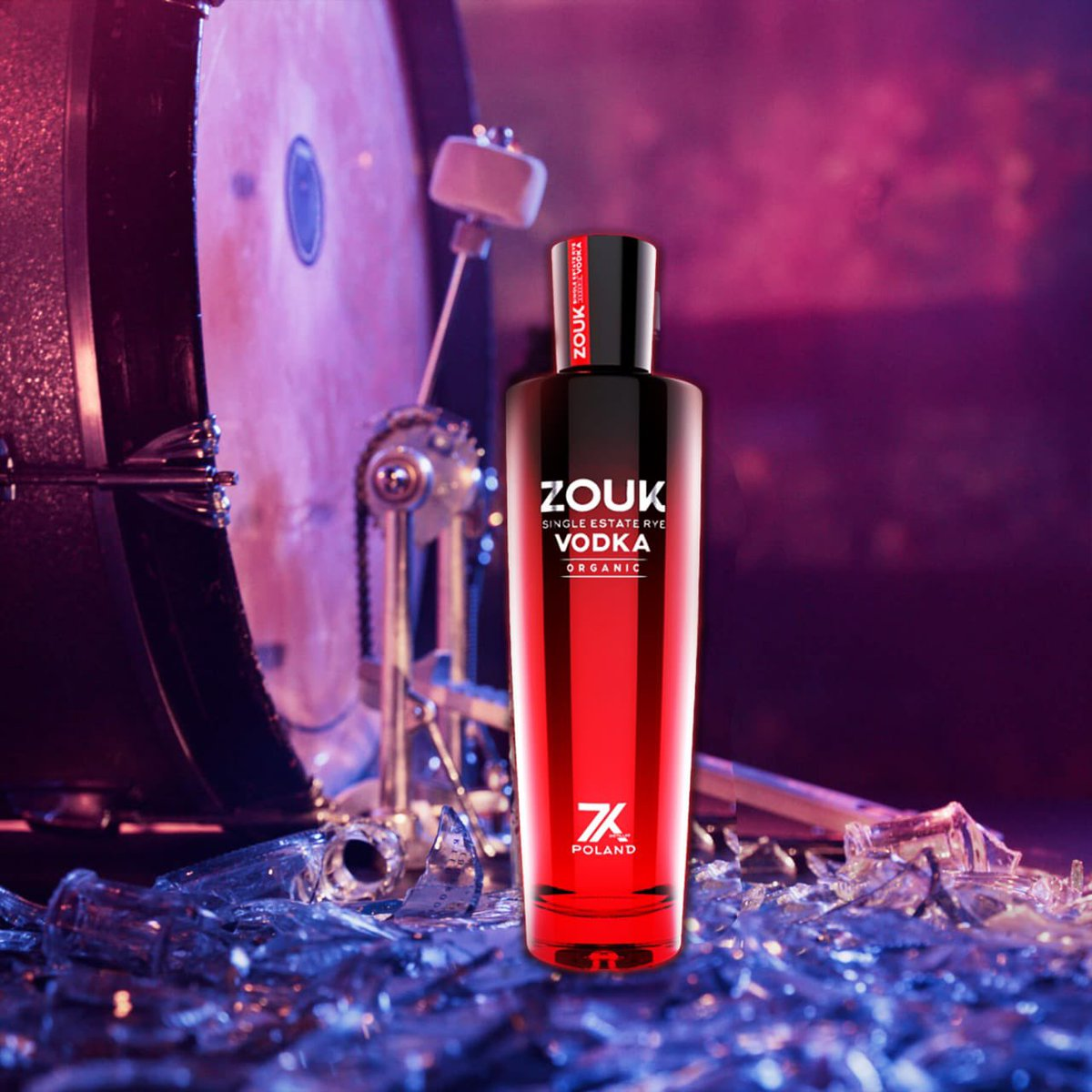 Saturday, weekend is here🕺🏼  Who doesn't love to have Vodka 🍸  Perfect time for Zouk Vodka   #zoukvodka #weekendvibes #saturdayevening #happysaturday