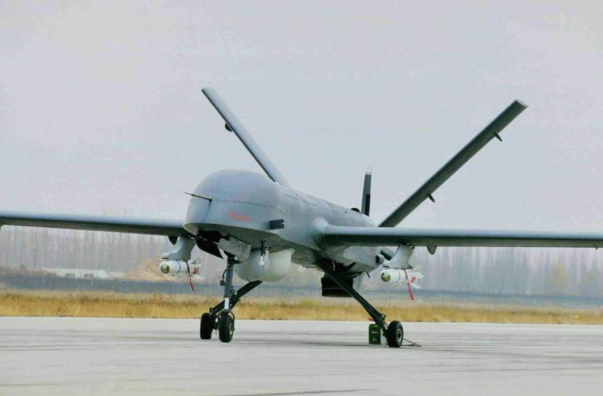 #UAE's Pterodactyl II drones in #Eritrea were attacking #Tigray'an forces at night. Satellite data by a US company showed areas where #Ethiopia was fighting with #TPLF that were hit by these strikes that killed 500 ppl on the spot.  Read👉  #StopWarOnTigray