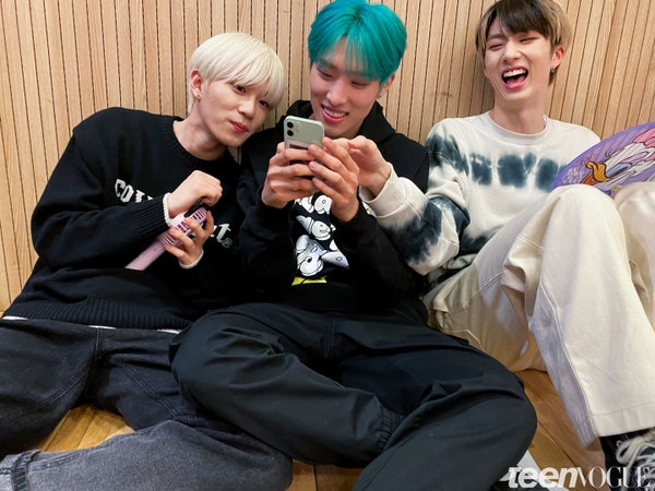 a rare photo of theo, keeho and jiung laughing at english weverse stans https://t.co/OqYgN04qWy