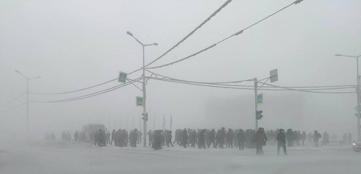 @ioannZH shares photo of Navalny protest in Yakutia, where its -50 c https://t.co/MUq0ZEkwXe