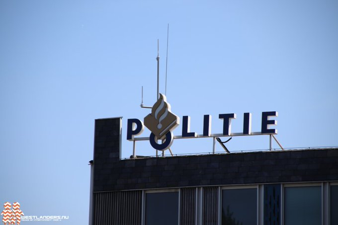 Politie doet instap bij kapsalon https://t.co/Y9pugZxJ5n https://t.co/YQKzvZpQhL