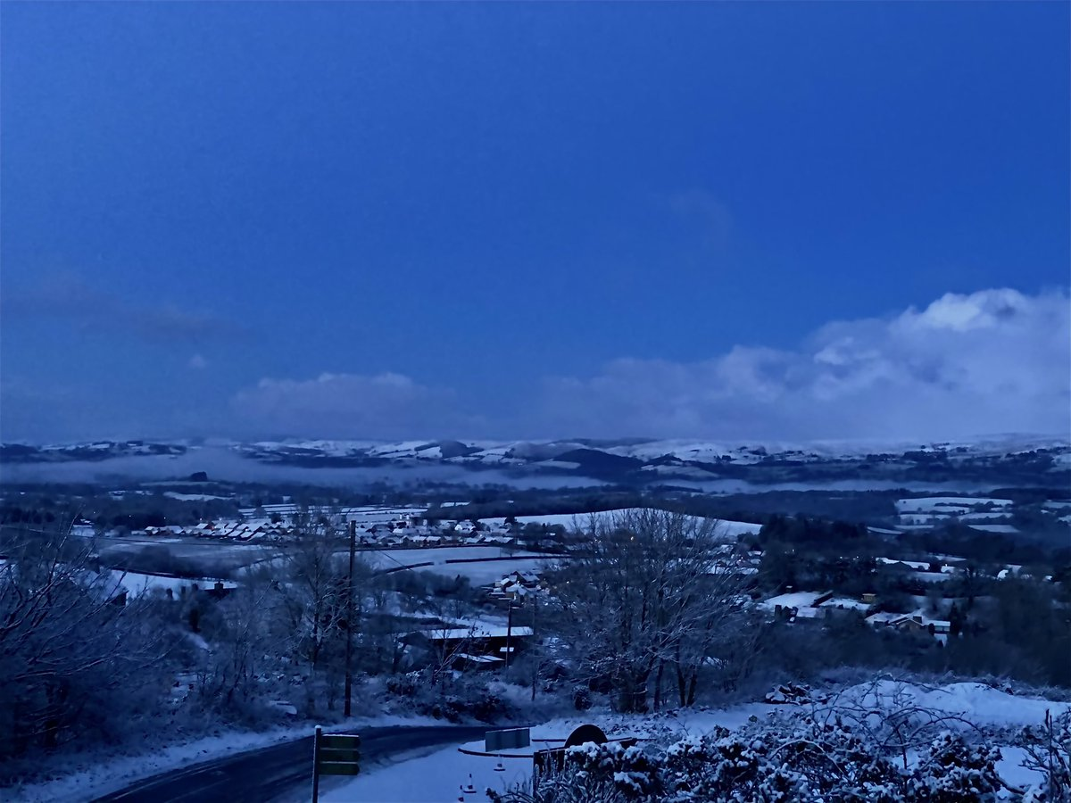 @Ruth_ITV @itvweather @itvweather @ITVWales @kelseyredmore  #snow #Wales #WINTER #llandrindodwells #powys #midwales snow first thing this morning in Llandrindod Wells