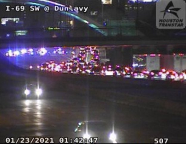 🚨#BREAKING: Major Houston freeway closed after multi car accident kills 1, injures others🚨  📍#Houston, #Texas I-69 SW Freeway is closed heading towards downtown Houston due to a deadly incident. Traffic is beginning to back up quickly, even at 1am CST.  #BreakingNews