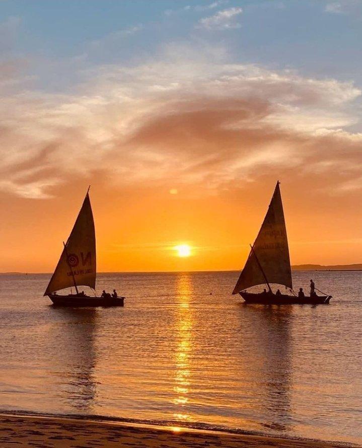 When i look at Lamu 😻, I see Mombasa⛱️ & Zanzibar🏖️ just 'Overrated'.  #Magicalkenya #Lamu #zanzibar #mombasa #sunset #sailing