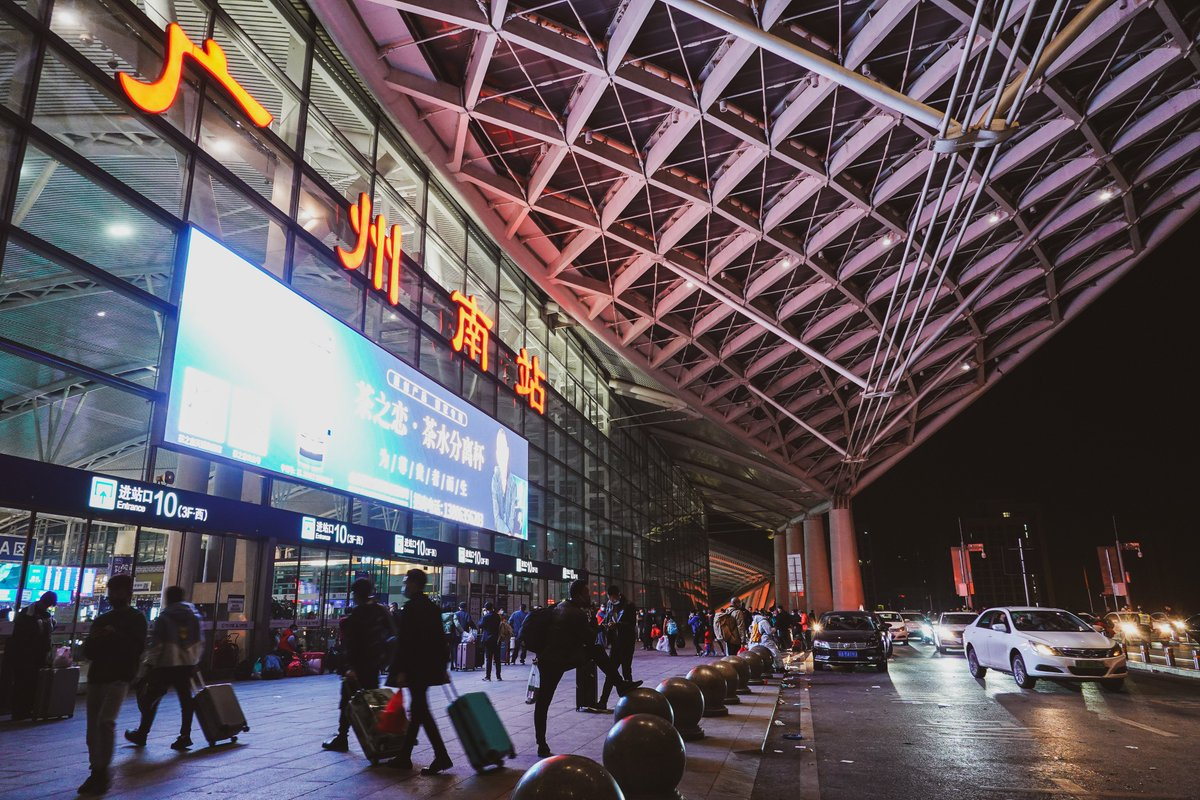 Guangzhou South Railway Station at 5 o 'clock this morning, the Chinese spring festival is coming 🐂🐂🐂🎉🎉🎉🎊🎊🎊@Guangzhou_City   #streetphotography  #SpringFestival  #Chinese  #chinesenewyear #PicOfTheDay  #PhotoOfTheDay  #railway  #chinaspeed  📷:#Sony DSC-RX100M7