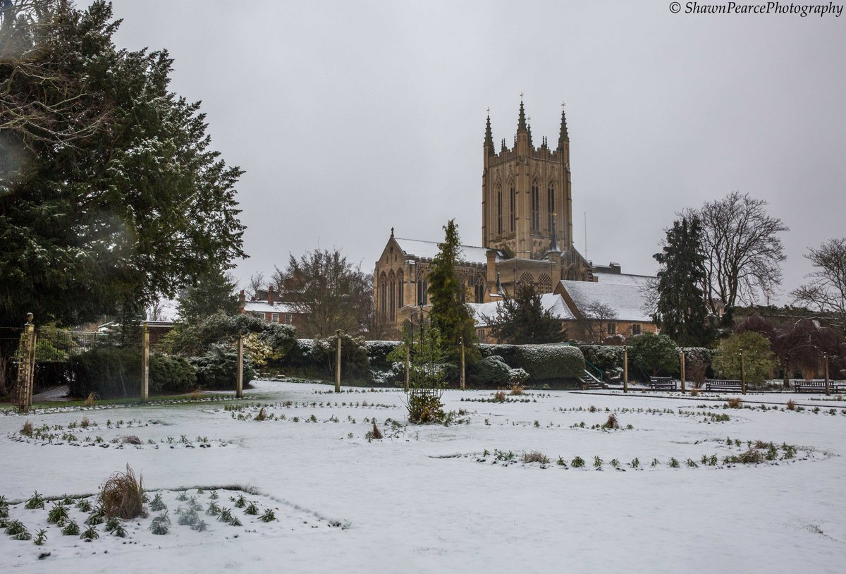 The #snow last #weekend in #BuryStEdmunds, #Suffolk! @stedscath #cathedral #winter #lockdown #walk #landscape @wlbse @BuryStEdBeyond @BuryFlyer @suffolkmag #photography #photographer #picoftheday #photooftheday #PictureOfTheDay @Suffolkdays @Eastmagazines @DiscoverSuffolk