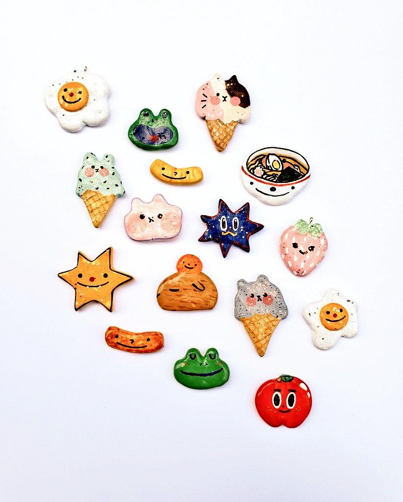 ☆ Clay Brooch Friends! ☆ More on the way!~(ノ◕ヮ◕)ノ*:・゚✧  *  *  *  *  * #clay #handmade #claybrooch #cute #original #art #crafts #artist #smallbusiness #friends #pins #claypins #etsy #illustrator https://t.co/EiloQ46BiM