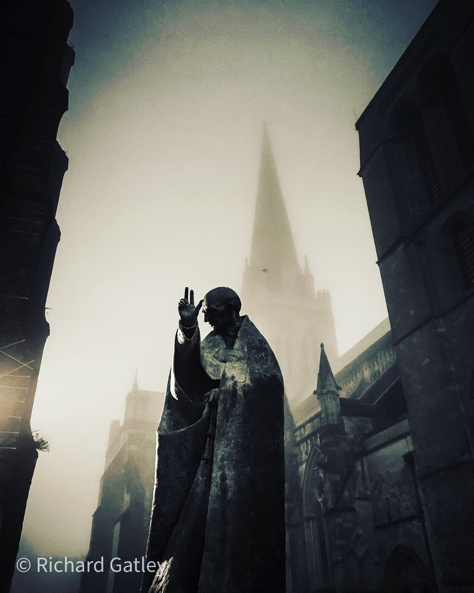 Replying to @RGatley: St Richard in the fog. @ThePhotoHour @StormHour @Discover_Chi @ChiCathedral #spooky #fog
