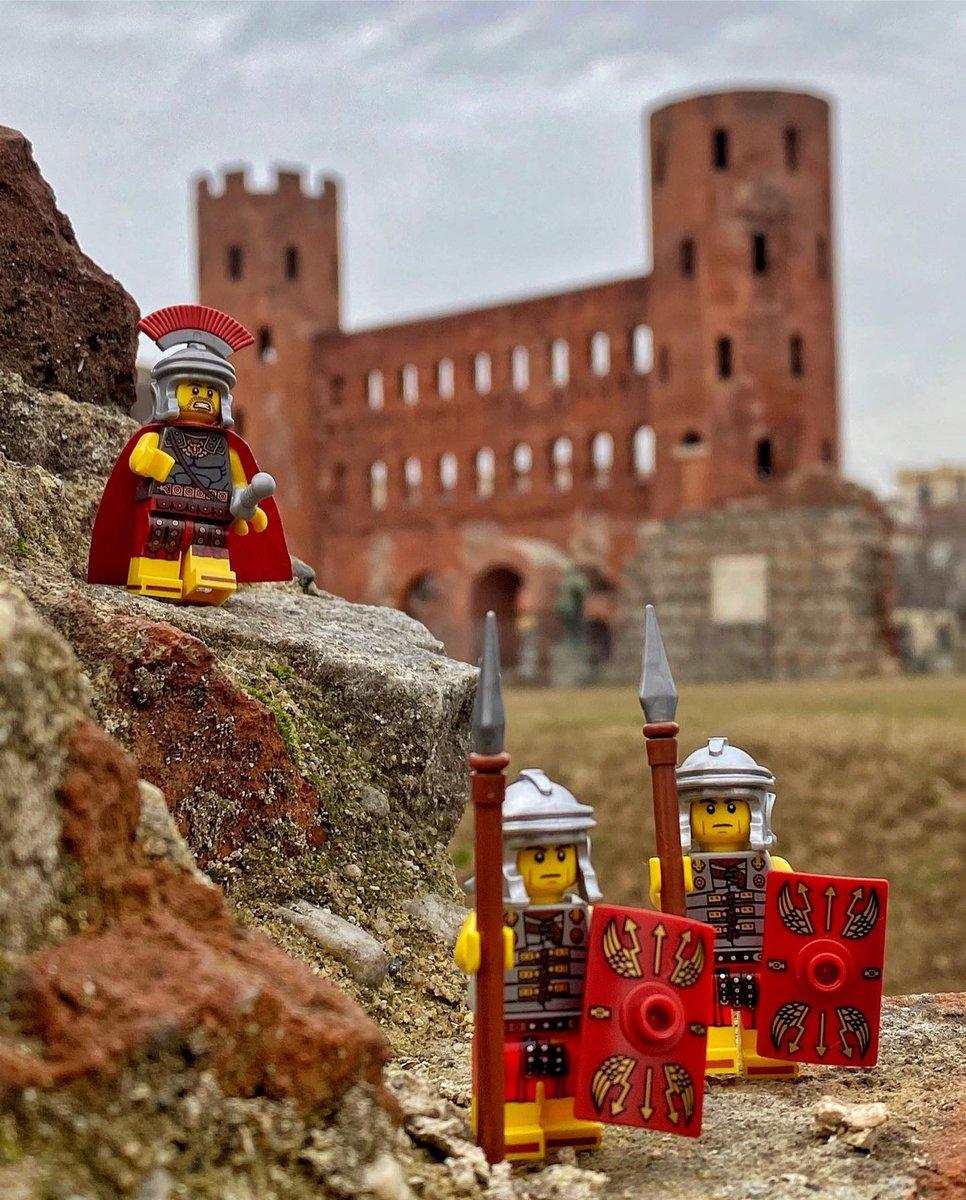 #Repost Gli scatti più belli dalla nostra #Community!  📸 @zacm_85  🗣 Porta Palatina di Torino  📖 Piccoli Lego arrivati direttamente dall'antica Roma occupano il territorio dell'Augusta Taurinorum, l'odierna Torino.