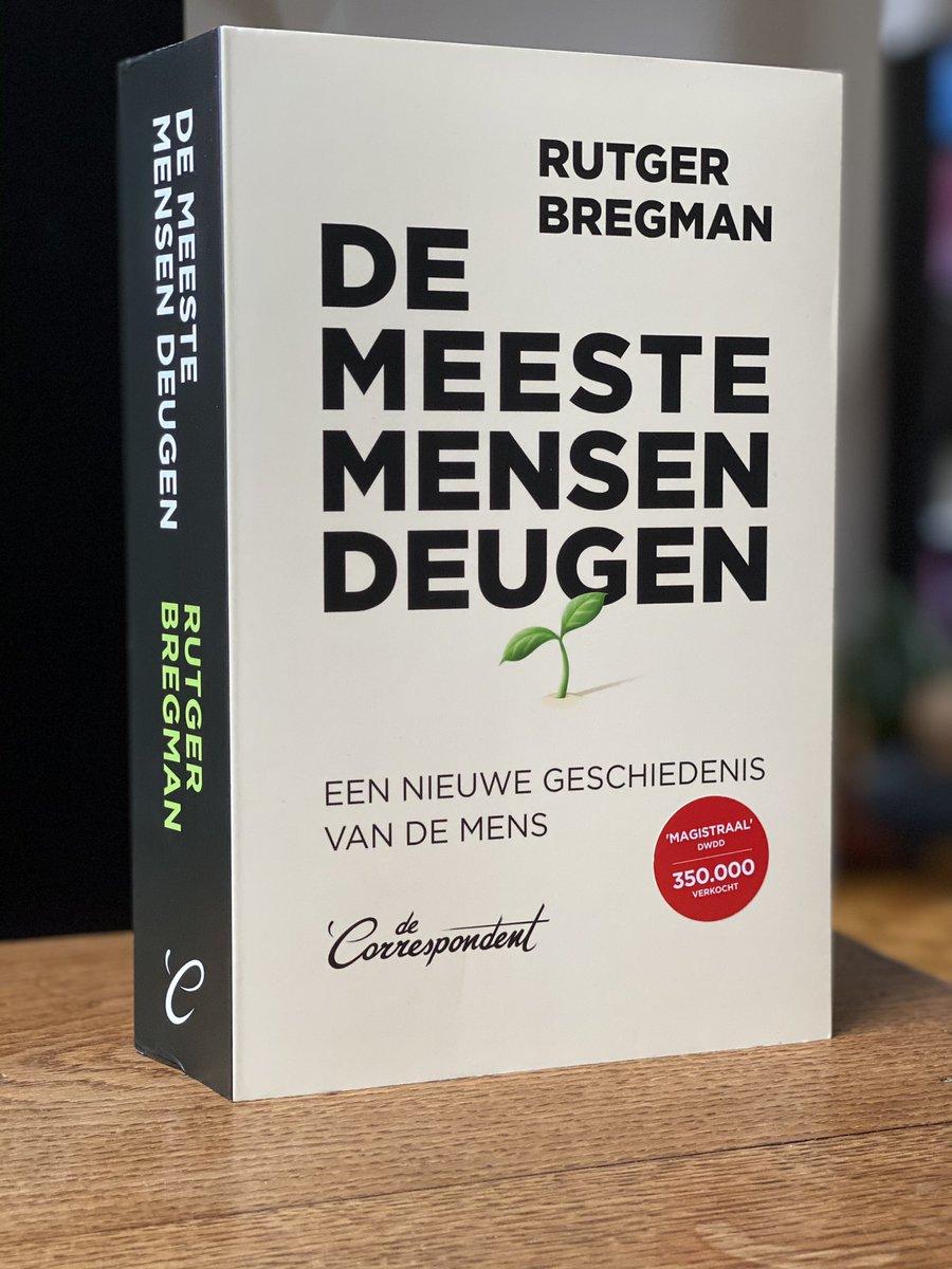 Dat weet iedereen natuurlijk. Ik zal het boek toch maar eens lezen. 214.000 ex van verkocht in Nederland (CPNB). @dasmag Best verkochte boek vorig jaar daar, na Zon, van #7zussen #lucindariley met 227.00 ex. #L&MBooks @XanderUitgevers