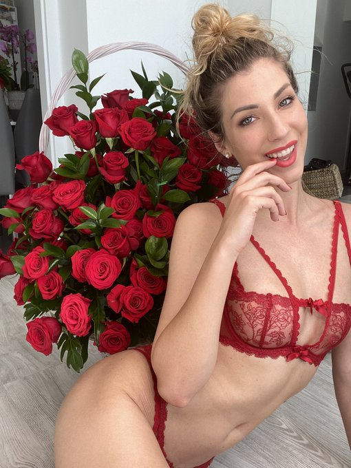 1 pic. Have you already made plans for #ValentinesDay ?☺️  Wanna be my #Valentine this year? 💖  Lets