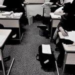 Image for the Tweet beginning: プレ過去問特訓。  #新屋学習館 では #秋田県公立高校入試 の過去問を5年分解いていきます。  スコアシートに平均点をそれぞれの年度、教科ごとに記載して、数学の選択番号は高校別に本番を意識してやっていきます。  基本の再復習と #実戦 演習で頑張ろう。  #新屋学習館 #秋田市 #受験 #塾