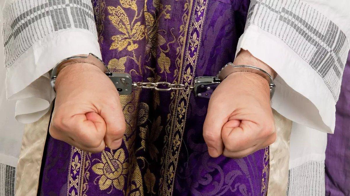 n: Kněz Ireneusz P. z polského městečka Gryfice poblíž Štětína není žádný anděl. Hlavně když to přežene s alkoholem, jako před několika dny, kdy zbil dokonce policistu. https://t.co/74w7N38Pcr