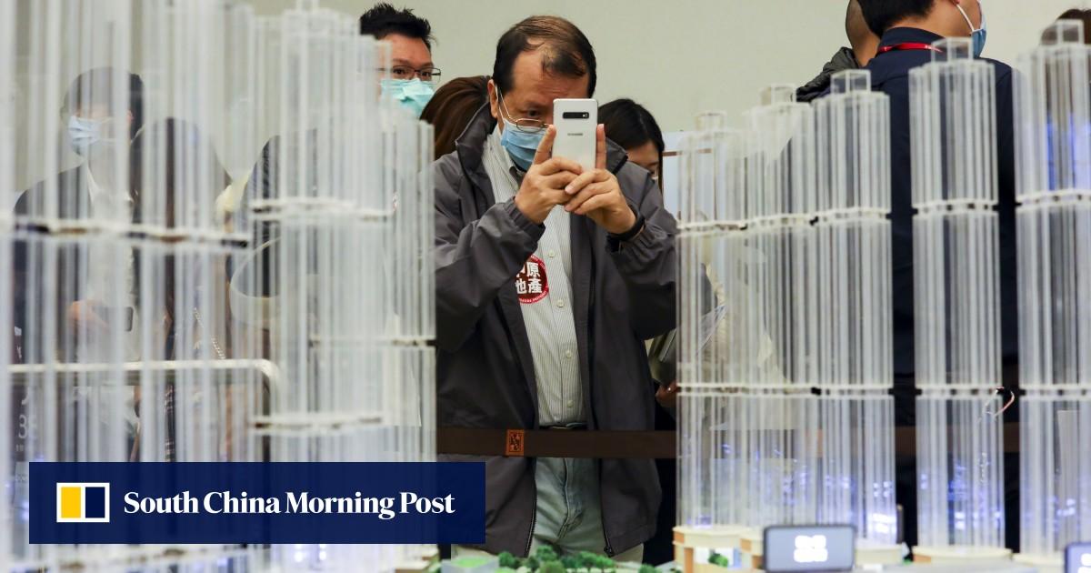Hong Kong's homebuyers pile back into real estate market, snapping up Nan Fung's LP10 flats in Tseung Kwan O https://t.co/WjBRj5sAUY https://t.co/kjEocqnGAJ