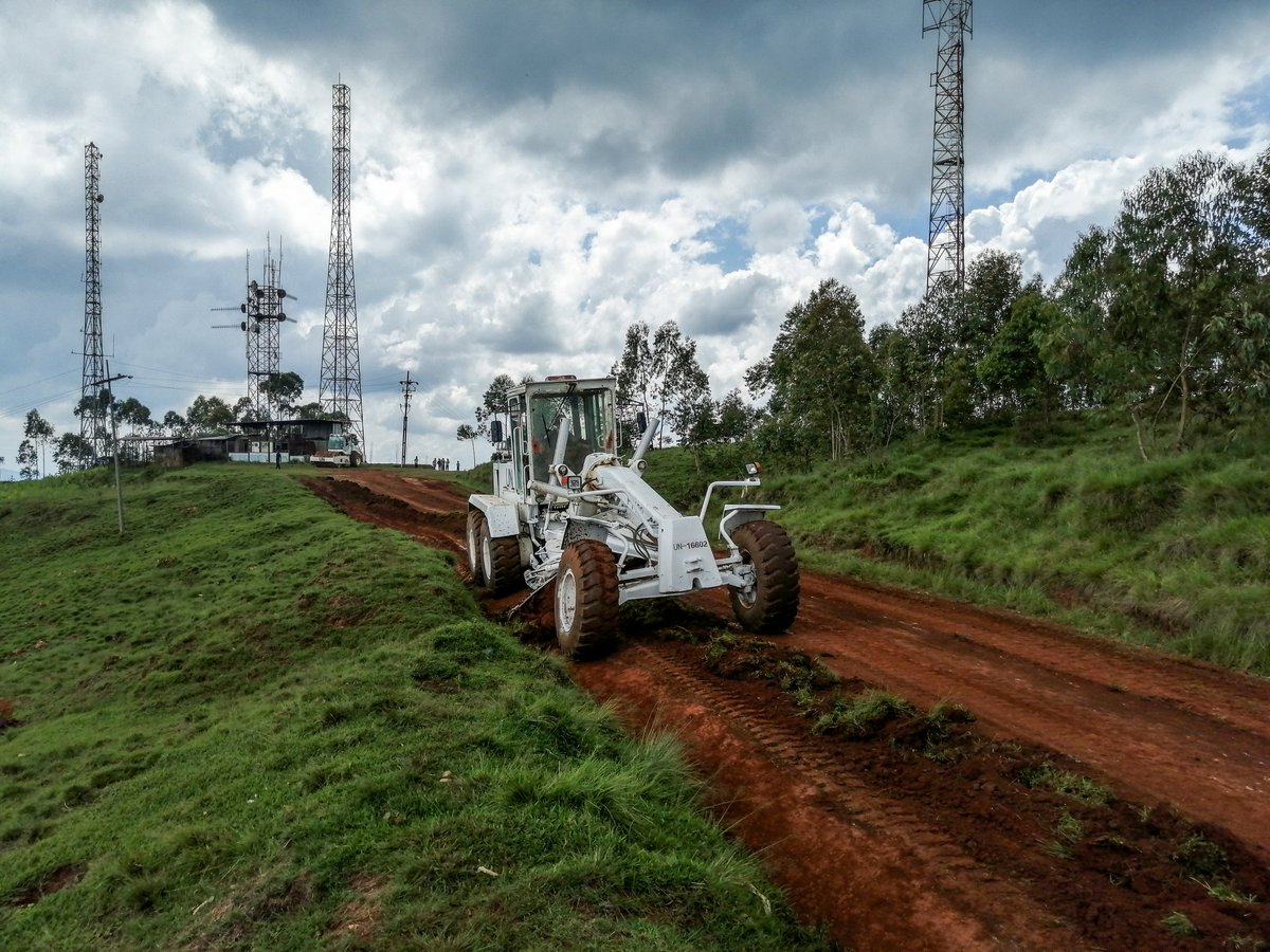 #photooftheday #MONUSCO peacekeepers from #China🇨🇳 are refurbishing over a 1.5 km road section leading to the #UN🇺🇳 communication station in Walungu (#SouthKivu, #DRC🇨🇩), and building 3-km gutter and 2 bridges in stones.