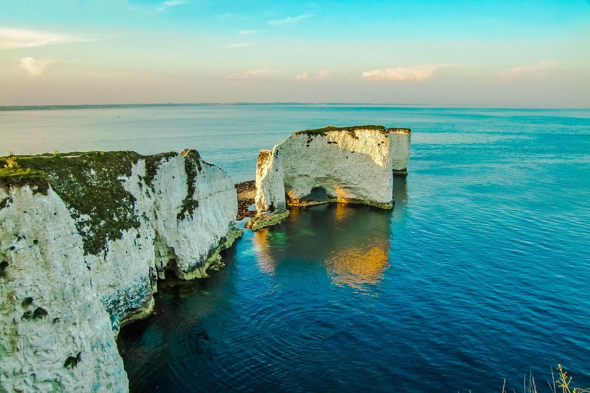 For this weekend's #virtualviewpoint during lockdown, we're towering above the sea and gazing at 'Old Harry's Needles' at Handfast Point.   Find out the legends behind it's nickname and add it to your 'must-see list' to visit when restrictions are lifted: