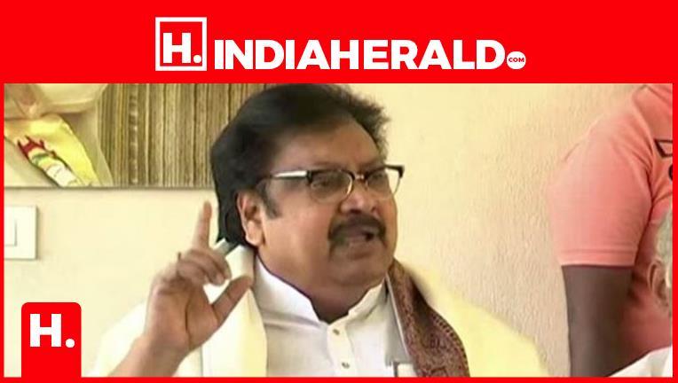 ఎన్నికల్లో టీడీపీ కొత్త డిమాండ్.. వారిని మాత్రం దూరంగా ఉంచాలి  #varla-ramaiah   #indiaherald  #indiaheraldgroup #Politics-IndiaHerald #TeluguIndiaHerald #Siva-Prasad-IndiaHerald