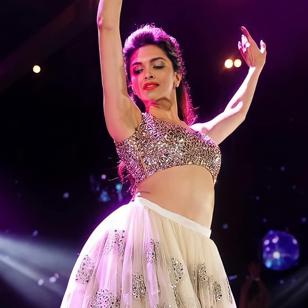 Pretty Deepika 😍 love her ?   #instantcelebrities #DeepikaPadukone #pretty #dance #Bollywood