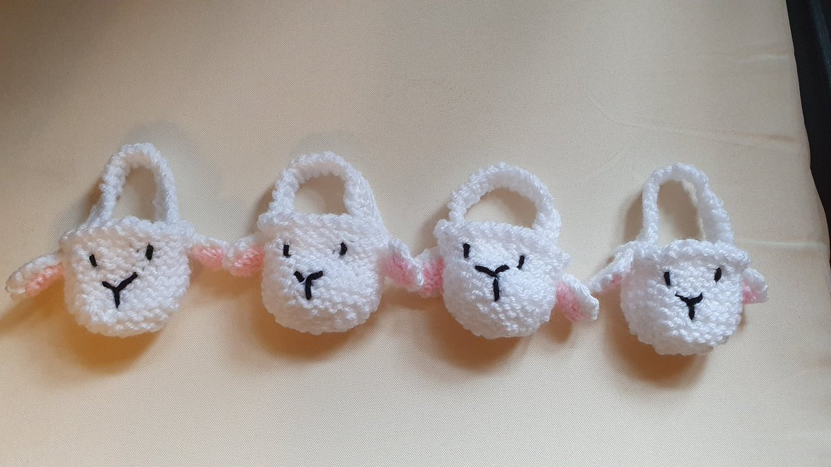 Morning #UKGiftHour #ukgiftam just been to post these cuties, my hand knitted Easter Lamb Baskets in the snow ❄ 🐣🐰🐤🐏🐥🐇🐑