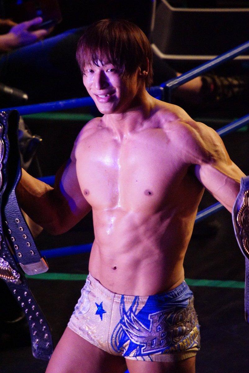 いい笑顔の二冠王撮れた  #新日本プロレス #飯伏幸太 #njnbg