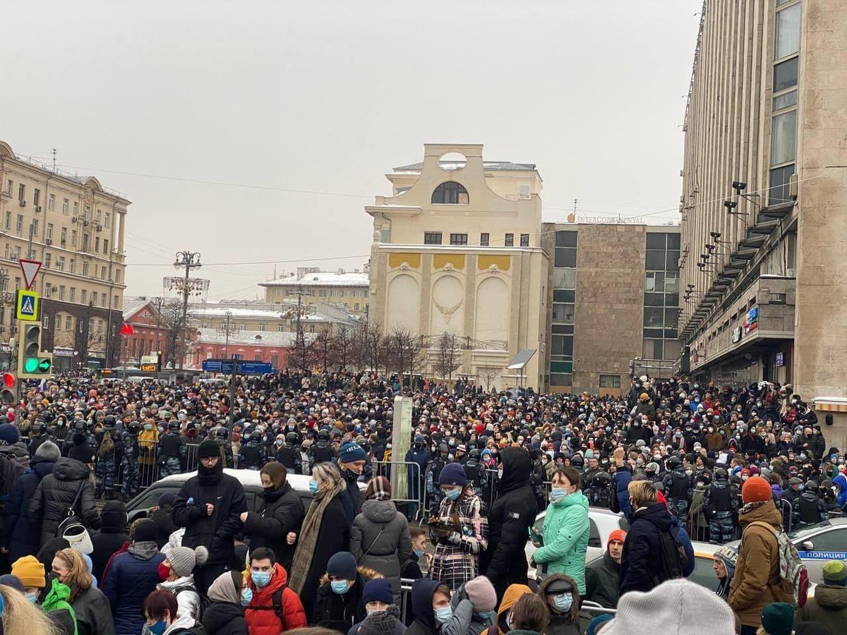 Тверская перед зданием «Известий» в 14:20 https://t.co/v7FyYyGQCq