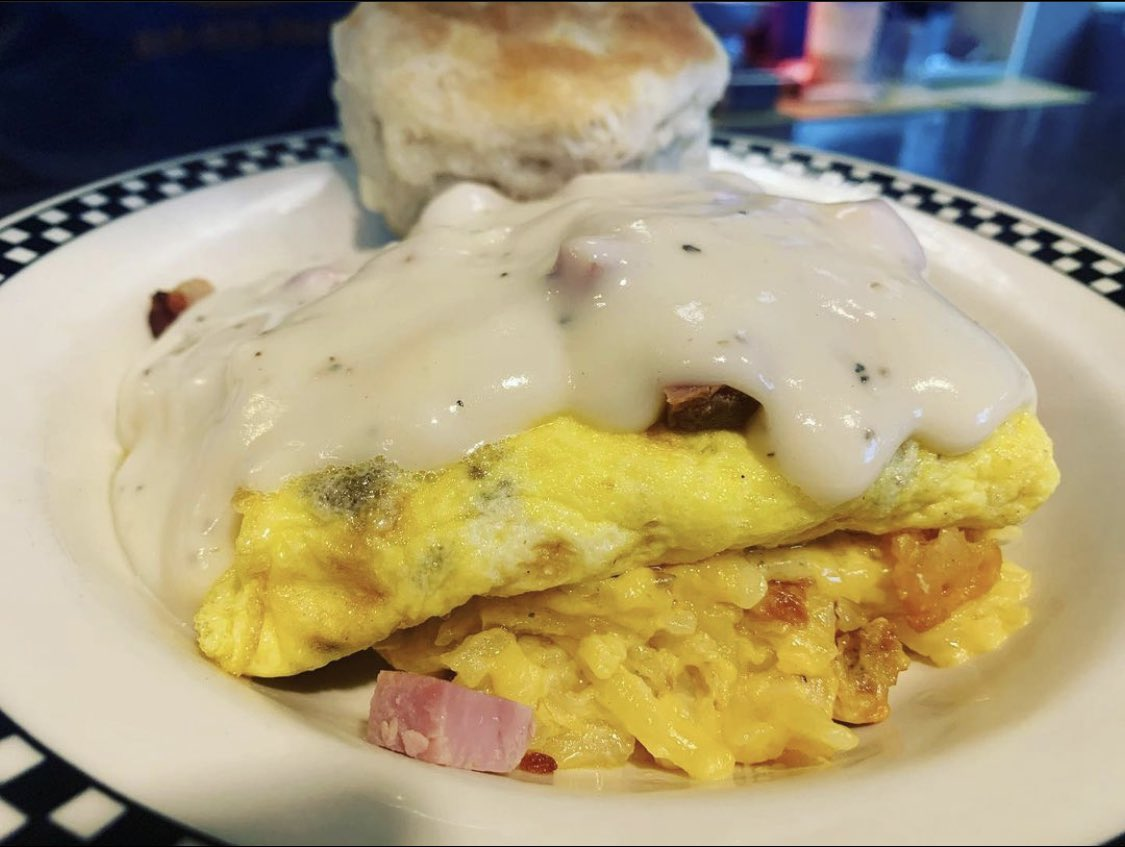 It's Saturday... and that means we're serving Breakfast All Day! Come on in and try our Hash Brown Casserole Bowl!  #petesknox #petespics #SaturdayMorning #downtown