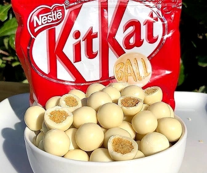 WOW, white choc Kit Kat bites?! This is a NEED not a want. 🤤🤤😍 #SaturdayThoughts