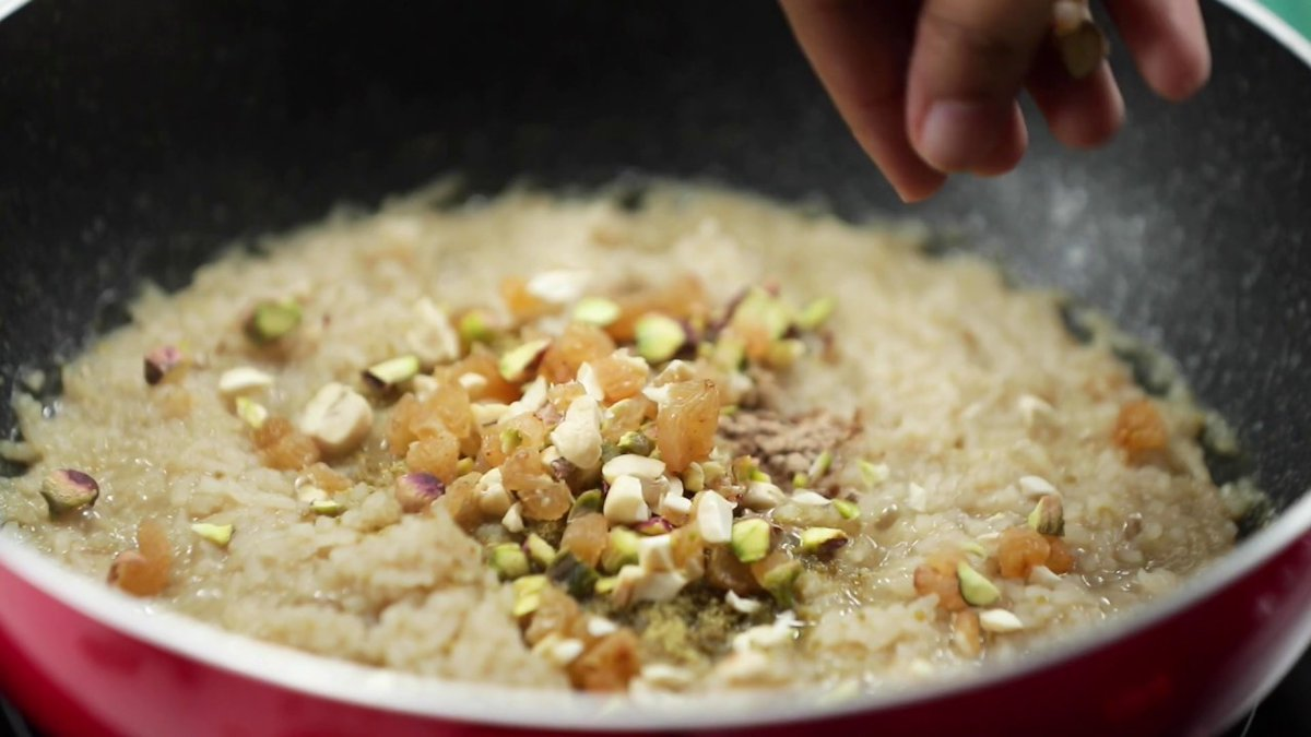 As a child I used to love sugarcane rice pudding. And Jaggery during Lohri.  #Punjabi #Sweets https://t.co/bHOBFuQwNl