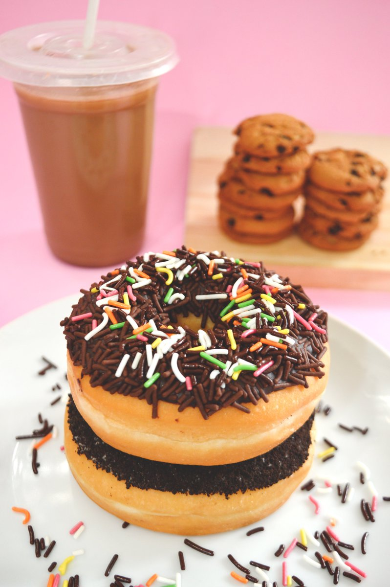 Good Morning all. Dr. told me to watch what I eat. So i sit in front of a mirror this morning.  #SaturdayMorning #breakfast #food #eating #humor #cookies #doughnuts
