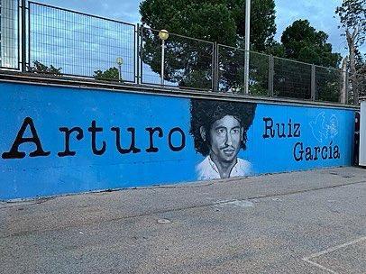 Hace hoy 44 años, Arturo Ruíz, estudiante, albañil y montañero, miembro de Comisiones Obreras, fue asesinado por terroristas de ultraderecha en una manifestación pro-amnistía en Madrid. De sus dos asesinos sólo uno fue a la cárcel (10 meses). Memoria, dignidad, justicia ✊ https://t.co/lfePiQQpvs