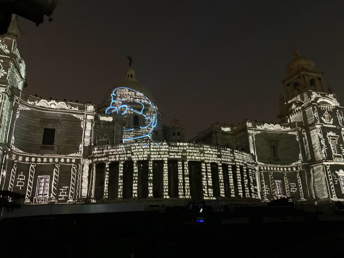 A spectacular Projection Mapping show underway at the Victoria Memorial. This show traces the exemplary life of Netaji Subhas Bose. #ParakramDivas