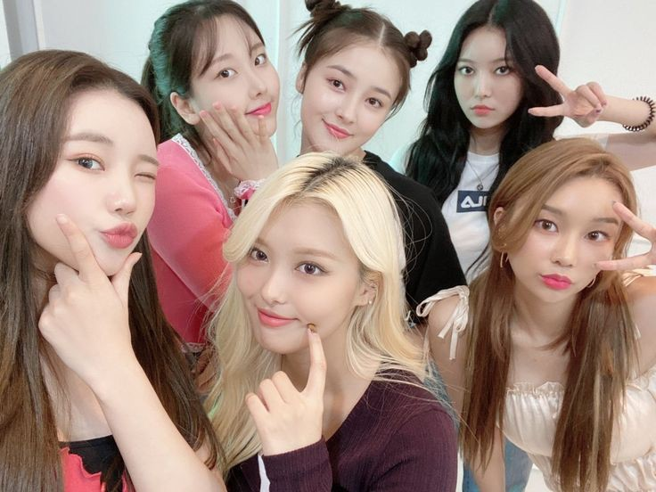 Please treat MOMOLAND better. Don't be biased towards them, thanks! #MOMOLAND  #Nancy  @GruJeon https://t.co/xI6BUcsYwD