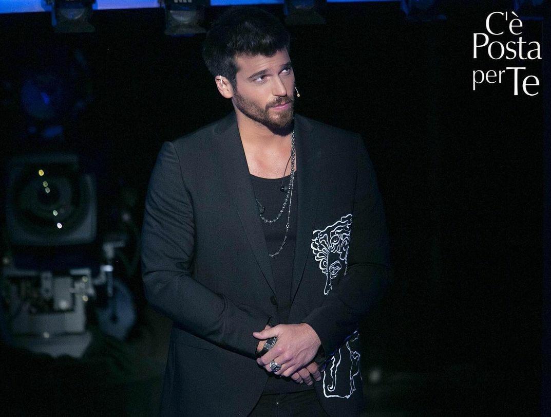 #Repost #cepostaperteufficiale • • • • • • L'amatissimo attore turco Can Yaman vi aspetta questa sera alle 21.15 su Canale 5, ci sarete vero? #CePostaPerTe #canyaman
