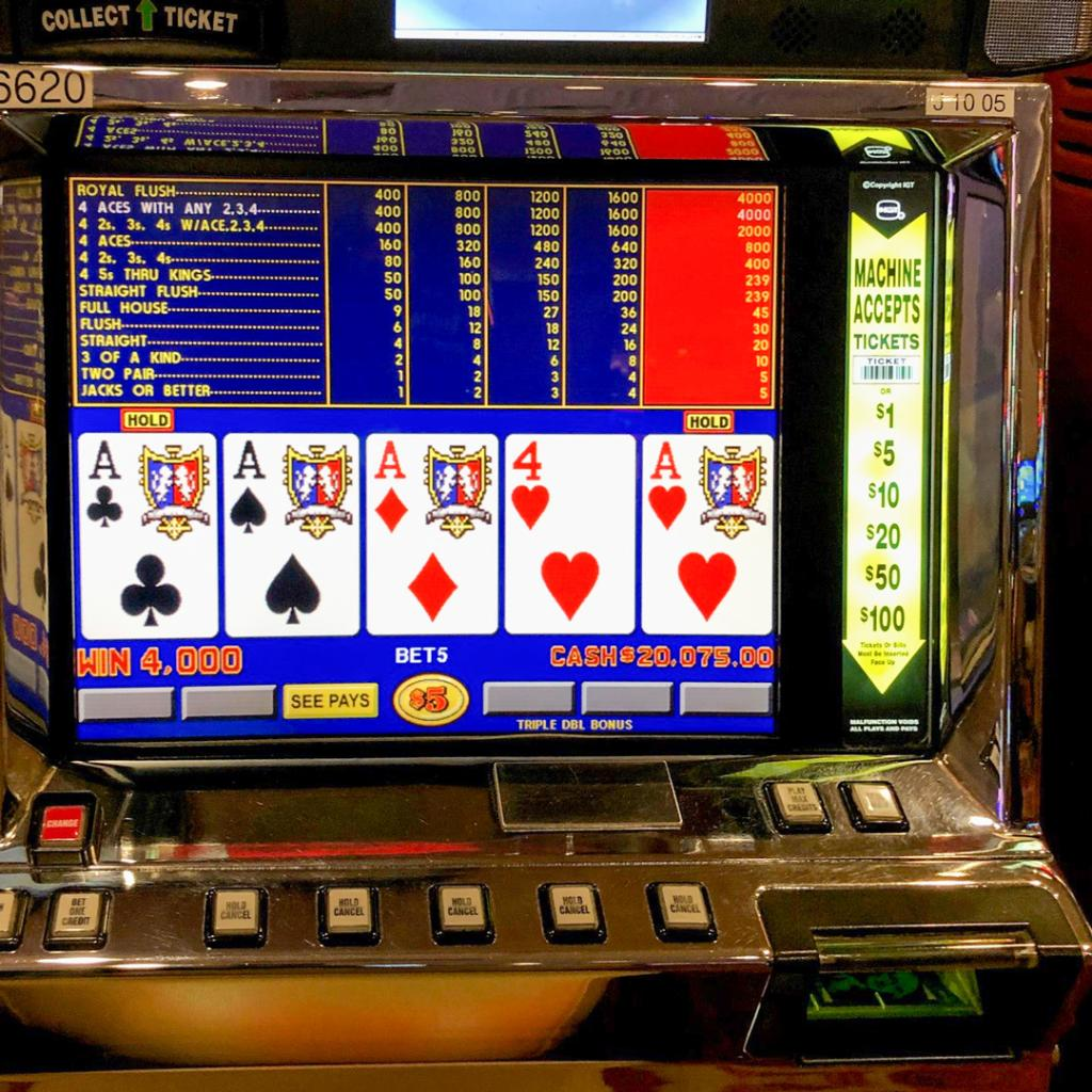 A very lucky guest hit this $20,000 jackpot on the Triple Double Bonus Poker machine after holding just two Aces! Congratulations lucky winner! 🤑   #GoldCoastCasino #BConnectedWinners #Jackpot #VideoPoker #FourAces https://t.co/W9idvrOCY2